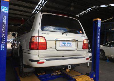 002 aot  car-on-hoist_800x600